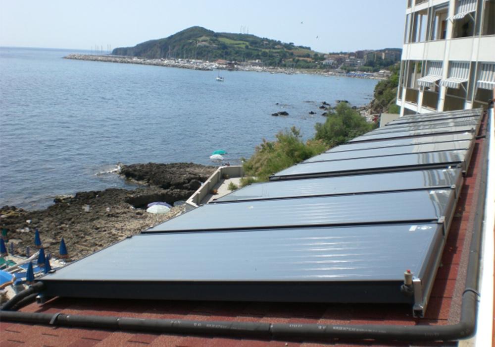 HOTEL - Piombino (Livorno) Acqua calda sanitaria 12 pannelli solari Panda 2,6 - Assorbimento: 31,2 mq